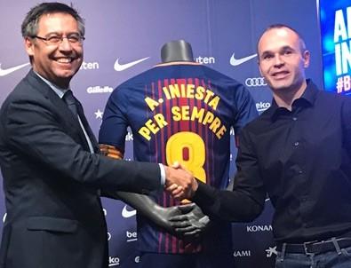 Iniesta yeni sözleşmeyi imzaladı