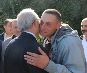 Kılıçdaroğlu, asker oğluna sarılarak Sivas'tan ayrıldı