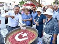 KAZIM ÖZALP - Muratpaşa Belediyesi Aşure Dağıttı