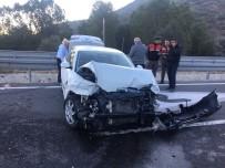HASAN AYDıN - Otomobil Bariyerlere Çarptı