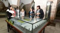 MÜSTESNA - Yeşilyurt Belediyesi'nden 15 Bin Kişiye Aşure İkramı