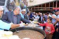 KANAAT ÖNDERLERİ - Adıyaman Belediyesi 2 Bin 500 Kişiye Aşure Dağıttı