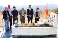 ŞEHİT POLİS - AK Parti Tunceli Heyeti, Şehit Sekin'in Kabrini Ziyaret Etti