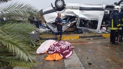 Antalya'da tur minibüsü devrildi: 3 turist öldü