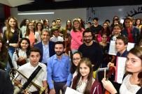 FATİH BELEDİYESİ - Bollywood Starı Aamir Khan Sulukule Korosuna Şeflik Yaptı
