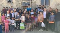 KIRTASİYE MALZEMESİ - Hayırsever Aileden 800 Öğrenciye Kıyafet Ve Kırtasiye Desteği