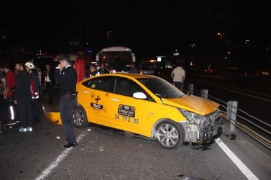 Feci kaza! Araçları taşıyan çekiciye taksi çarptı