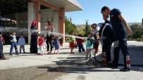 VEDAT YıLMAZ - Miniklerden Dinar Belediyesi İtfaiye Amirliğine Ziyaret