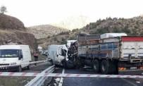 KıRıM - Otobüsle, Kamyon Kafa Kafaya Çarpıştı Açıklaması1 Ölü