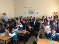 KIRTASİYE MALZEMESİ - Bingöl'de Öğrencilere Kırtasiye Yardımı