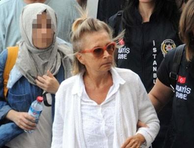 FETÖ tutuklusu Nazlı Ilıcak namaza başladı