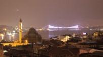 GALATA - İstanbullular Pazar Sabahına Yağmurla Uyandı
