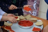 ŞEHİR MÜZESİ - Müzede Ziyaretçilere Salçalı Ekmek İkram Edildi