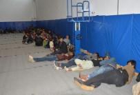 KAÇAK GÖÇMEN - 44 Kişilik Otobüste 144 Kaçak Göçmen Çıktı