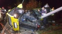 ARAÇ KULLANMAK - Ehliyetsiz Ve Alkollü Olan Sürücü Kaza Yaptı Açıklaması 1 Ölü, 2 Yaralı