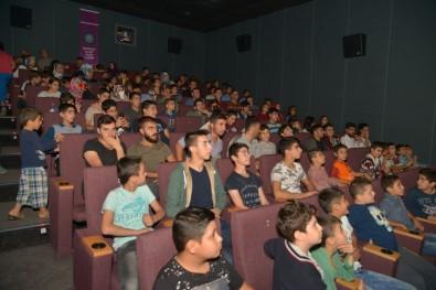 Hafta sonu sinema salonları dolup taştı