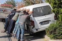MİLLET CADDESİ - El Birliği İle Türk Usulü Minibüs Kaldırma