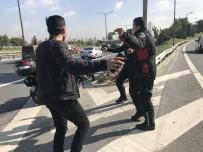 YıLMAZ ÖZTÜRK - TEM Otoyolu'nda Trafiği Tehlikeye Sokup Göbek Attılar