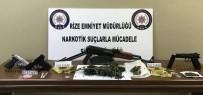 Rize'de Polisin Şok Uygulamasında Bir Kaleşnikof Marka Tüfek İle 'F' Serisi 1 Dolarlık Banknot Yakalandı