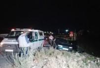 YOLCU TRENİ - Tren Otomobile Çarptı Açıklaması 3 Ölü, 3 Yaralı