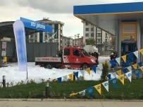 YAKIT TANKERİ - Akaryakıt İstasyonunda Alev Alan Yakıt Tankeri Paniğe Neden Oldu