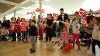CUMHURIYET BAYRAMı - Forum Magnesia Bandosu Ziyaretçileri Coşturdu