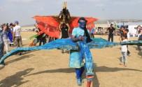 BAYRAK YARIŞI - Kostümlü Paraşütçüler Heyecan Fırtınası Estirecek