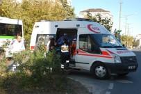 KAPAKLı - Motosiklet Minibüse Çarptı Açıklaması 2 Yaralı
