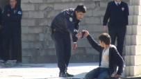 PSİKOLOJİK TEDAVİ - Polis, İntiharın Eşiğinden Son Anda Aldı