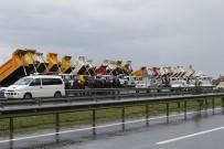 KAMYONCULAR - Rize-Artvin Havalimanı İnşaatı Önünde Kamyoncular Eylem Yaptı