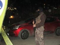 SOYGUN - Ümraniye'de hırsızlar polis ile çatıştı