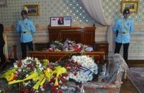 KÜÇÜK ÇOCUK - 85 Yaşındaki Emine Teyze De Dolmabahçe Sarayı'na Koştu