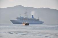 HERAKLION - Dev gemi bin 500 turist getirdi