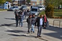 Karaman'da Evlerden Yaklaşık 450 Bin Lira Para Ve Ziynet Eşyası Çalan 3 Kişi Tutuklandı
