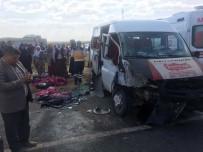 Mardin'de Öğrenci Servisi İle Otomobil Çarpıştı Açıklaması 1'İ Ağır 11 Yaralı