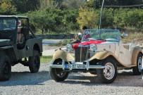 AKALAN - Öğrenciler Klasik Otomobilleri Uzaktan İzledi
