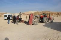 TAŞERON FİRMA - Şanlıurfa'da İşçileri Taşıyan Traktör Devrildi Açıklaması 8 Yaralı