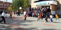 AKILLI TAHTA - Vali Sonel, Ceketini Çıkardı Çocuklarla Futbol Oynadı