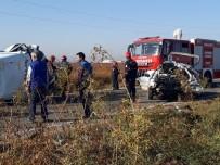 BALıKLıGÖL - İşçileri Taşıyan Minibüs Otomobille Çarpıştı Açıklaması 2 Ölü, 18 Yaralı