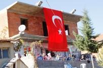 SÖZLEŞMELİ ER - Şehit Evinin Önüne Dev Bayrak Direği Dikilecek