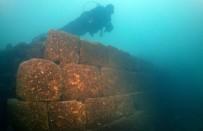 İNCİ KEFALİ - Van Gölü'nde 3 Bin Yıllık Kale Bulundu