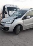 YOLCU MİNİBÜSÜ - Yolcu Minibüsü İle Kamyonet Çarpıştı Açıklaması 14 Yaralı