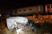 AĞIR YARALI - Hemzemin Geçitte Feci Kaza Açıklaması 2 Ölü, 2 Yaralı