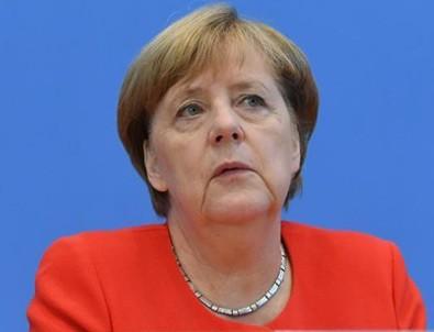 Merkel dibe vurdu