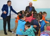 METİN ORAL - Altınova Belediye Başkanı Oral, Minik Öğrencilerin Dersine Girdi