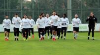 DURSUN ÖZBEK - Galatasaray 2 Eksikle Çalıştı