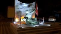 ŞEHİTLİK ABİDESİ - Gördes'te 6 Eylül Şehitlik Abidesi Işıklandırıldı