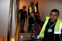 YAŞLI ÇİFT - Kore Gazisi Ve Engelli Eşi Anıtkabir'i Ziyaret Etti