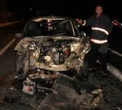 Otomobil,Kamyona  Çarptı Açıklaması 1'İ Ağır 3 Yaralı
