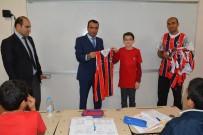 BASKETBOL TAKIMI - Şanlıurfa'daki Öğrenciye Basketbolcuların İmzaladığı Forma Hediyesi